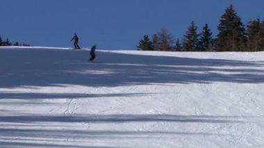 лыжник медленное движение — Стоковое видео