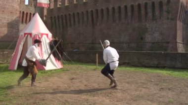 Medieval sword duel — Stock Video