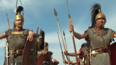 Roman legionaries during the reencatment — Video Stock