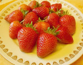 Dish with Strawberry — Stockfoto