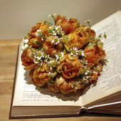An open book with a bouquet of flowers — Stock Photo
