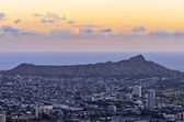 Diamond head and honolulu in evening — Stock Photo