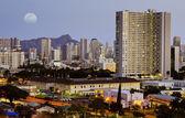 Moon over honolulu — Stock Photo