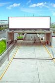 Autobahn leer mitten in werbespots — Stockfoto