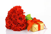 Art valentines greeting card with red roses and gift box isolate — Stock Photo