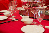 Fine restaurant dinner table place setting: napkin & wineglass — Stok fotoğraf