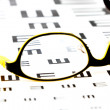 Glasses on vision test chart - Stockfoto