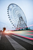 Night, a rotating Ferris wheel. — Stock Photo