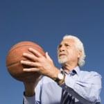 Senior Hispanic businessman getting ready to shoot a basketball — Stock Photo