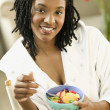 Young woman eating fruit — Stock Photo