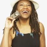 coup de Studio de l'âge de la femme africaine tenant la caméra — Photo
