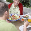 Hispanic couple eating outdoors — Stock Photo