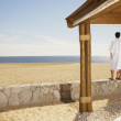 Couple in bathrobes at beach — Stock Photo