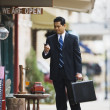 Businessman using cell phone outdoors - Foto de Stock