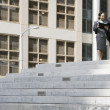 Two businesspeople talking on steps — Stock Photo