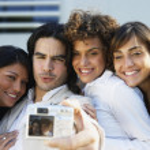 amici sud americani, prendendo la propria fotografia — Foto Stock