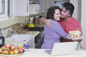 Senior Hispanic couple with birthday cake — Stockfoto