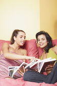 Two women looking at books — Stock Photo