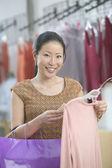 Young woman shopping — Stock Photo