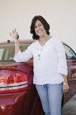 Hispanic woman holding keys for new car — Stock Photo