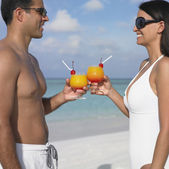 Couple toasting each other at the beach — Stock Photo