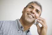 Meio velho falando no celular — Foto Stock