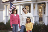 Portrait of family in front yard — Stock Photo