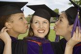Three female graduates — Stockfoto