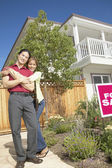 Par med hus till salu — Stockfoto