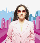 Woman posing for the camera in sunglasses against city background — Stock Photo