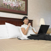 Asian businesswoman working in hotel room — Stock Photo