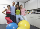 Group portrait of exercise class — Stock Photo