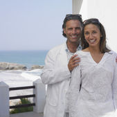 Couple posing on balcony near ocean — Stock Photo
