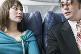 Adult paar in einem Flugzeug reisen — Stockfoto