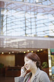 Businesswoman talking on a mobile phone — Foto de Stock