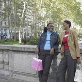 Dwóch przyjaciół śmiechem — Zdjęcie stockowe