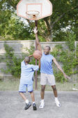 Father and son playing basketball — Stock Photo