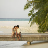 Couple kissing on a pier — Stock Photo