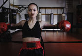 Female boxer ready to fight — Stock Photo
