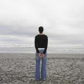 Hispanic woman standing on beach — Stock Photo