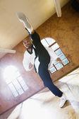 中年の男の空手の蹴り — ストック写真