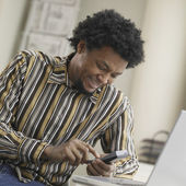 African man using cell hone — Stock Photo