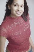 Vysoký úhel pohledu indické ženy s úsměvem — Stock fotografie