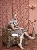 Hispanic woman sitting in chair — Stock Photo