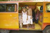 Kinder posiert für die kamera innen van — Stockfoto