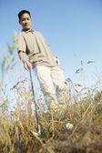 Récupération balle de golf homme — Photo