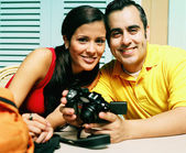 Young couple smiling with camera — Stock Photo