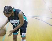 Teenage girl dribbling basketball — Стоковое фото