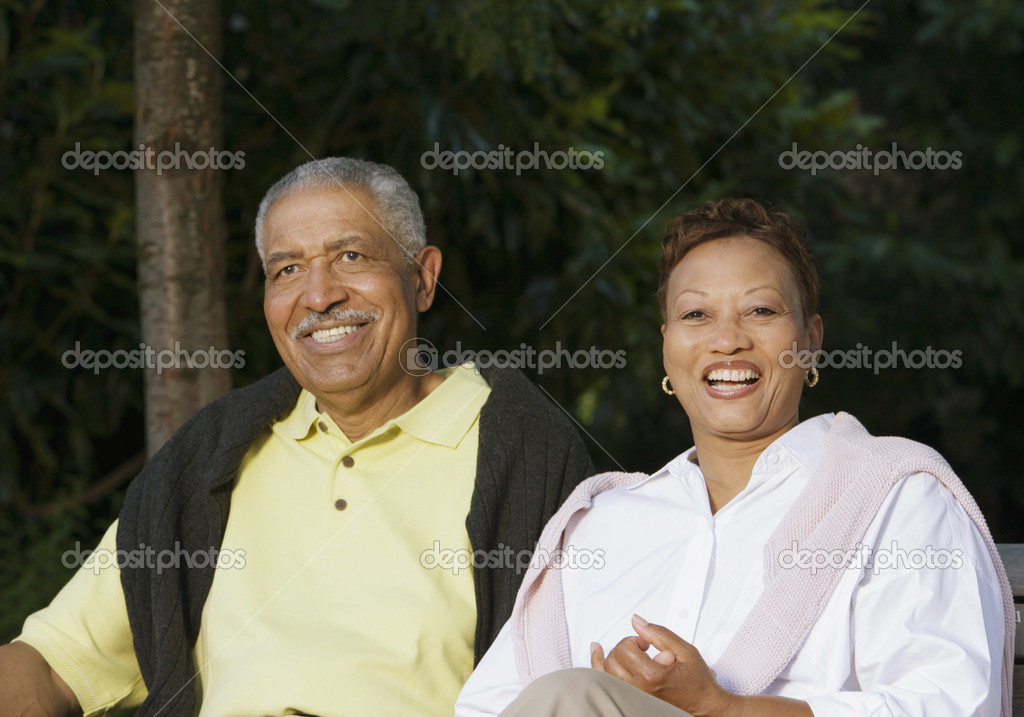 Senior couple sitting and smiling — Stock Photo #13223476