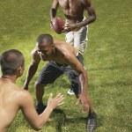amigos jugando al fútbol — Foto de Stock